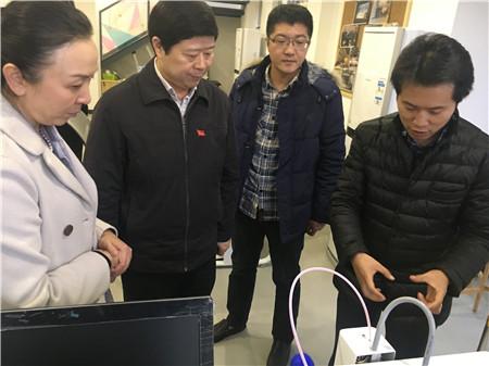 江岸区区委书记王炜一行莅临龙8国际app·爱社区众创空间